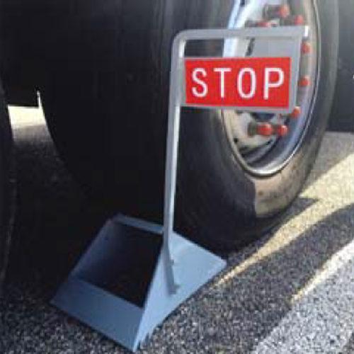 Calzo de acero con señal de stop elevadiza